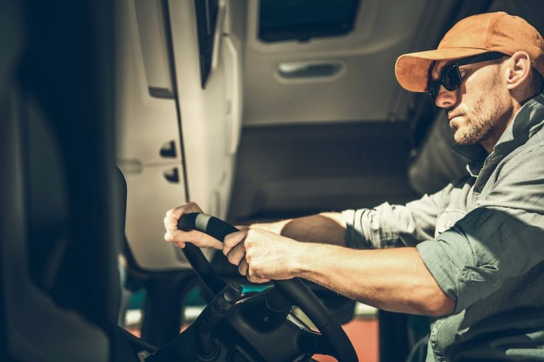 Dating a Truck Driver – Tips For Long Haul Success